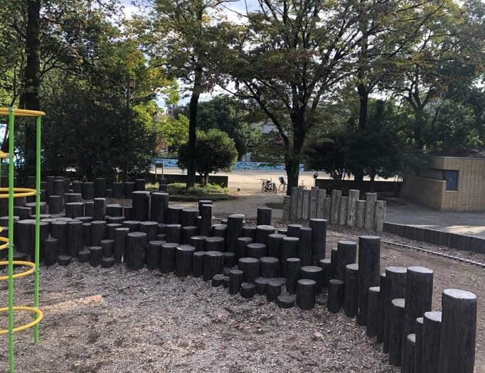 夏の雲公園の遊具の写真